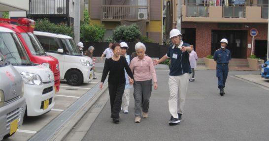 地域住民と一緒に避難訓練実施