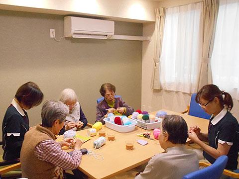 認知症改善への取り組み ~編み物サークル・子供食堂~